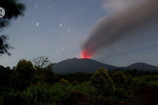 Erupsi Gunung Raung meningkat, Banyuwangi hujan abu