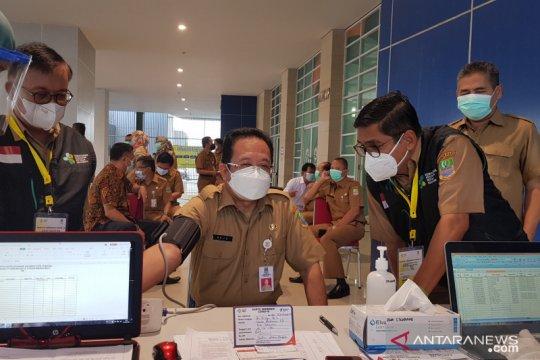 Kabupaten Bekasi mulai vaksinasi petugas pelayanan publik