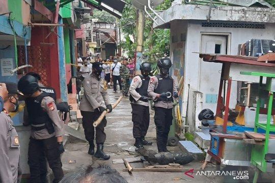Kemarin, benda diduga mortir hingga izin Kafe Brotherhood bisa dicabut