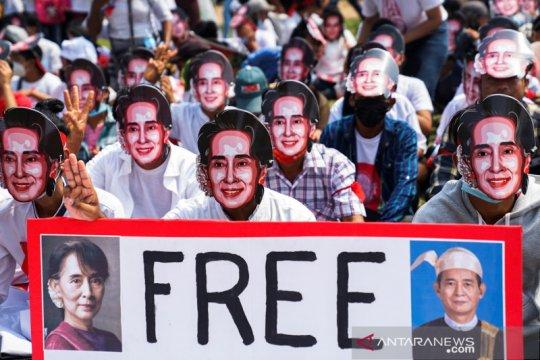 Persidangan Suu Kyi dimulai di Myanmar