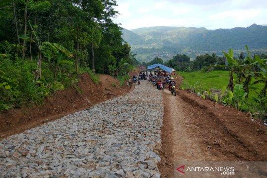Pemkab Garut perbaiki jalan yang sudah puluhan tahun rusak