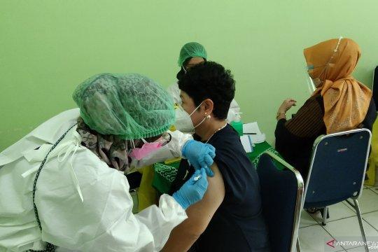 Bos Musica Studio's ikut vaksinasi lansia di Mampang Prapatan