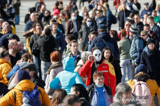 Hongaria isyaratkan tunda buka kembali sekolah saat COVID melonjak