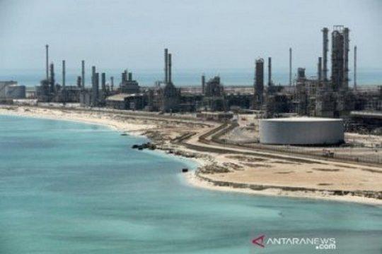 OPEC+ perpanjang pengurangan produksi, minyak capai tertinggi setahun