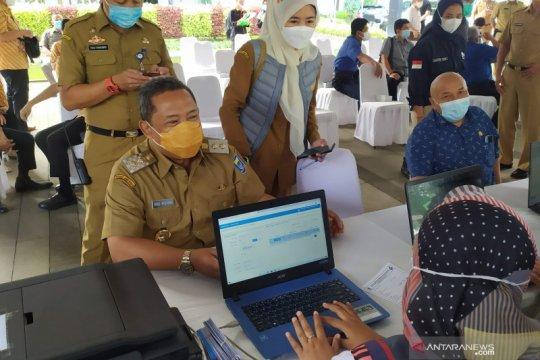 Pejabat hingga tokoh agama jalani vaksinasi di Balai Kota Bandung