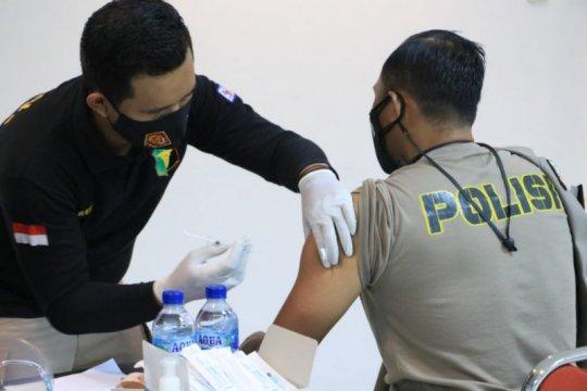 Seratus lebih anggota Polda DIY jalani vaksinasi COVID-19