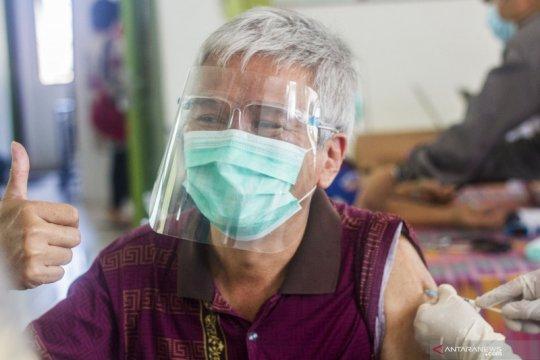 Alasan lansia perlu rentang 28 hari untuk vaksinasi COVID-19 kedua
