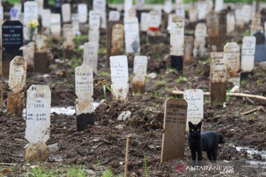 Lahan makam untuk COVID-19 di TPU Bambu Apus penuh