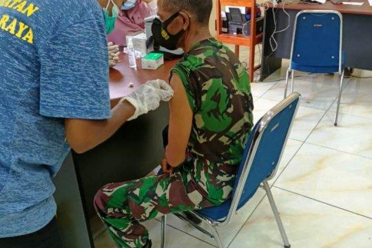 Pejabat Mamberamo Raya mendapat suntikan vaksin COVID-19