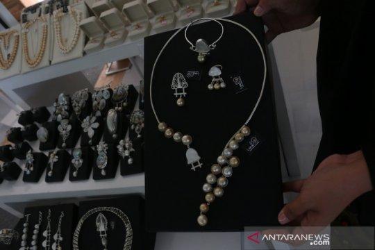 UMKM perkenalkan Rumah Lumbung Sasak melalui produk perhiasan