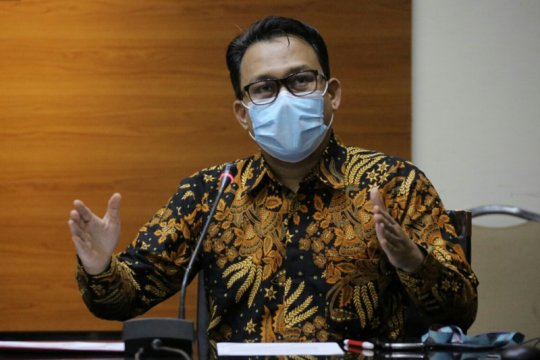 KPK amankan dokumen geledah tiga rumah di Tanjungpinang Kepri