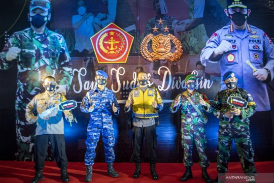 Vaksinasi COVID-19 bagi prajurit TNI dan anggota Polri