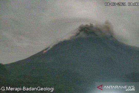 Gunung Merapi meluncurkan awan panas guguran sejauh 1,2 Km