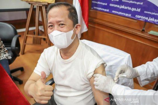 Wali Kota Jakarta Utara jalani vaksinasi di kantornya