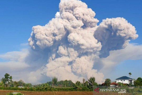 Jarak luncur mengarah ke selatan , Gunung Sinabung erupsi lagi