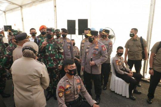 Kapolri dan Panglima TNI tinjau vaksinasi di Polda Kepri