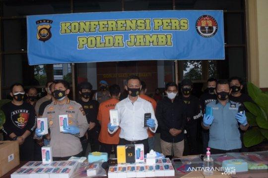 Polda Jambi tangkap tiga pelaku perampokan 1.245 unit handphone