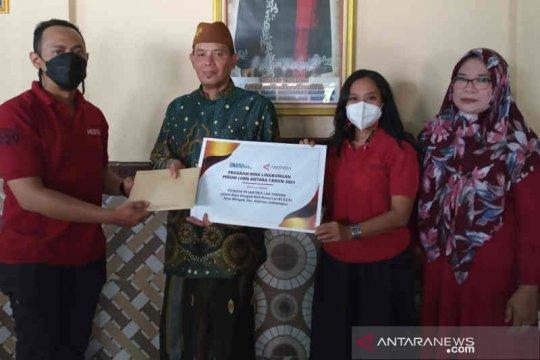 LKBN ANTARA beri bantuan sosial bagi Ponpes Laa Tahzan Indramayu