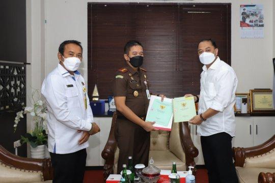 Kejari serahkan aset brandgang bernilai Rp36 miliar ke Pemkot Surabaya