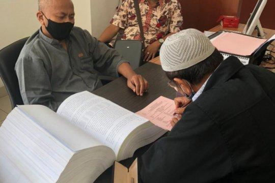 Penyidik Kanwil DJP serahkan Sgt, tersangka korupsi ke Kejari Tangsel