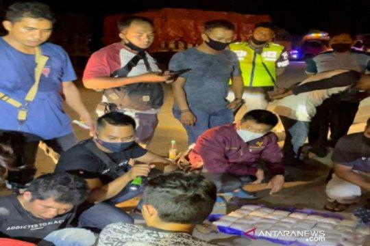 Polda Kalsel buru pemasok 9 kg sabu-sabu yang dibawa dua petani
