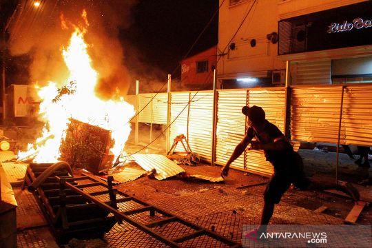 Vaksin COVID-19 langka, warga Paraguay demo turun ke jalan