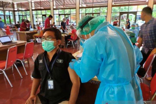 Difasilitasi pemerintah, awak media di Bali jalani vaksinasi COVID-19