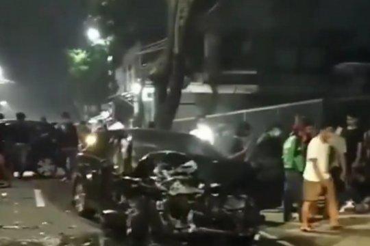 Polisi dalami penyebab tabrakan empat kendaraan di Jaksel