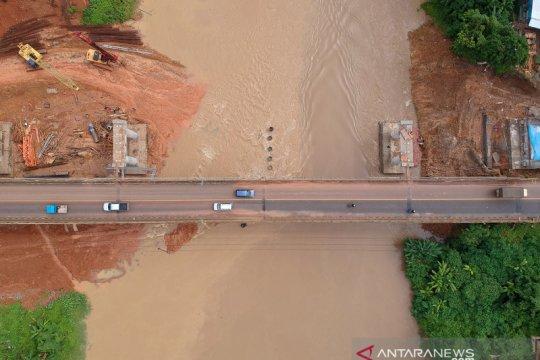 Pembangunan jembatan Jalan Lintas Sumatera