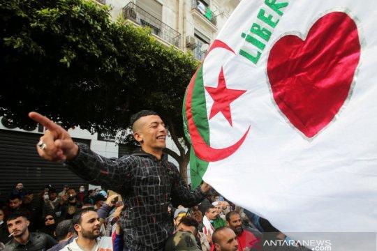 "Warga Aljazair ""nyoblos"" dalam pemilihan parlemen"