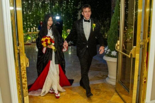 Pernikahan kelima, Nicholas Cage nikahi Riko Shibata