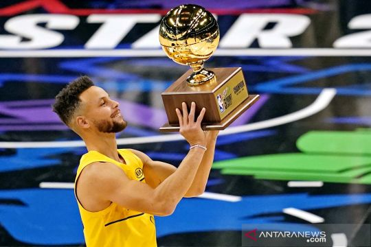 Stephen Curry juara kontes tripoin NBA All-Star