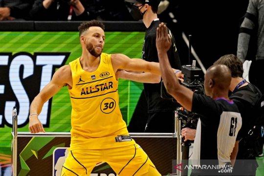 "Curry lelang sepatu ""Bruce Lee"" untuk bantu keluarga tragedi Atlanta"