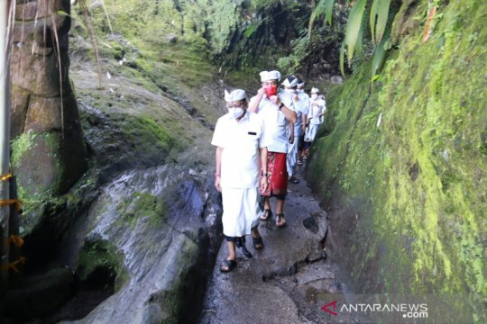 Gubernur Bali mohon keselamatan di 17 pura di kawasan Besakih