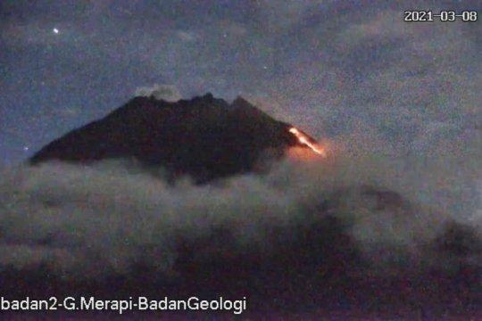 Gunung Merapi luncurkan awan panas guguran sejauh 1,3 km