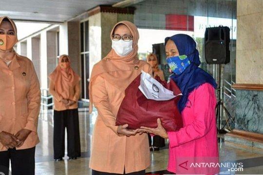 Warga korban banjir Rawa Barat dapat bansos DWP DKI Jakarta
