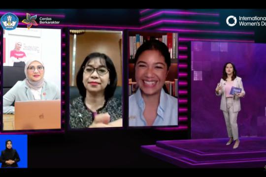 Perempuan Indonesia memilih untuk tumbuh ditengah keterbatasan