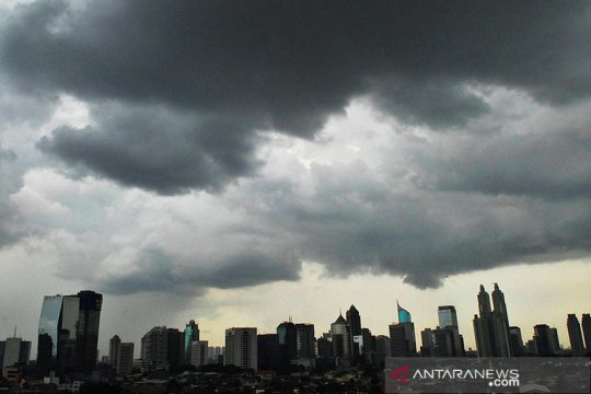 BMKG ingatkan potensi hujan lebat disertai angin di beberapa daerah