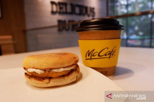 McDonald's bagikan sarapan ke nakes dan ojol di National Breakfast Day
