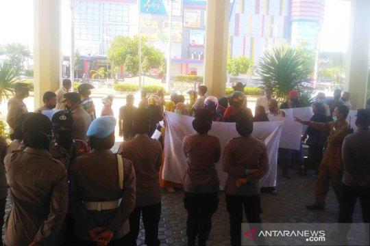 Seratusan pedagang di Lhokseumawe Aceh tuntut pengembalian kios