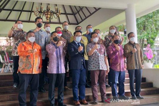 150 tokoh sepuh Jabar divaksinasi di rumah dinas gubernur