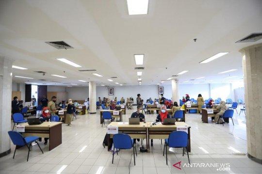Sembilan instansi ikut vaksinasi di kantor Wali Kota Jakut pada Selasa