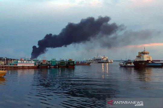 KSOP Sorong: Kebakaran KM Fajar Baru 8 tidak mencemari air laut