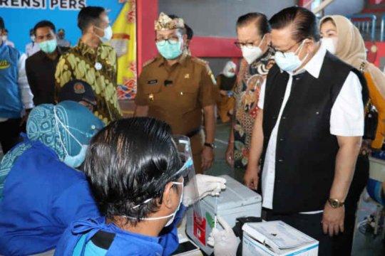 Watimpres Agung Laksono tinjau vaksinasi COVID-19 di Kabupaten Cirebon