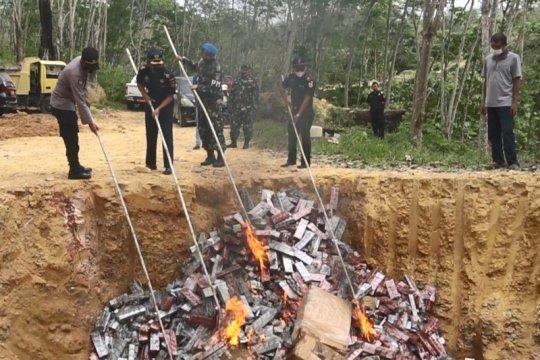 Bea Cukai Aceh musnahkan rokok ilegal senilai Rp10,3 miliar