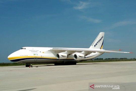 Pesawat Antonov mendarat perdana di Bandara Internasional Yogyakarta