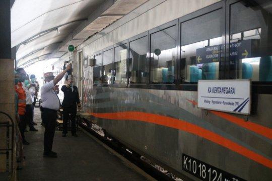 KA Kertanegara perdana diberangkatkan KAI Daop 8 Surabaya