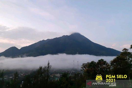 Gunung Merapi luncurkan guguran awan panas sejauh 1,2 km