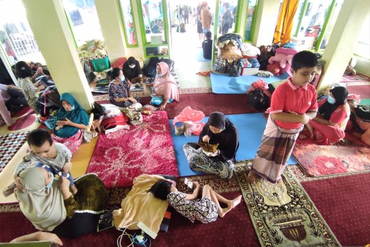 Ratusan warga Perumnas Antang Makassar mengungsi karena banjir