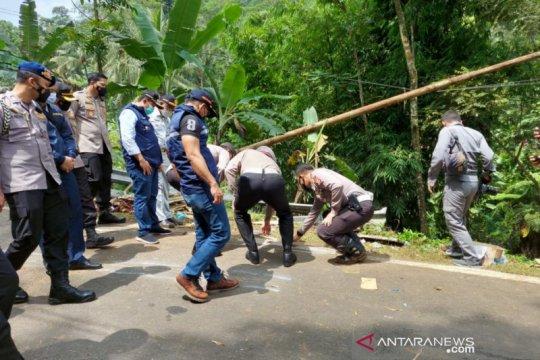 Polisi melarang bus gunakan Jalur Wado-Garut karena rawan kecelakaan